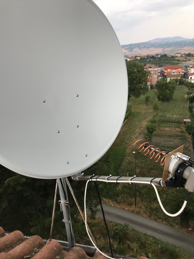 Parabola da 100 cm con LNB per la ricezione e antenna ad Elica per la trasmissione